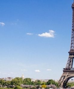 Eiffel tower with blue sky for French 1 with a difference online course taught by Marjorie McIlvaine on Luma Learn