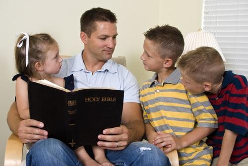 Family_studying_Bible_Luma_learn